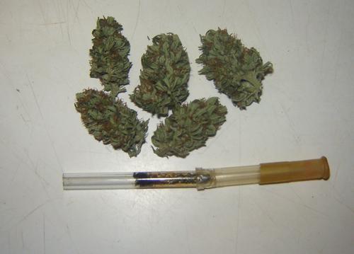 Пипетка в качестве курительного инструмента.