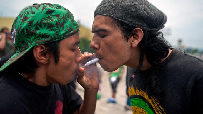 потребитель каннабиса в Индонезии