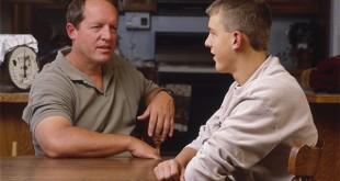 Отец общается с сыном